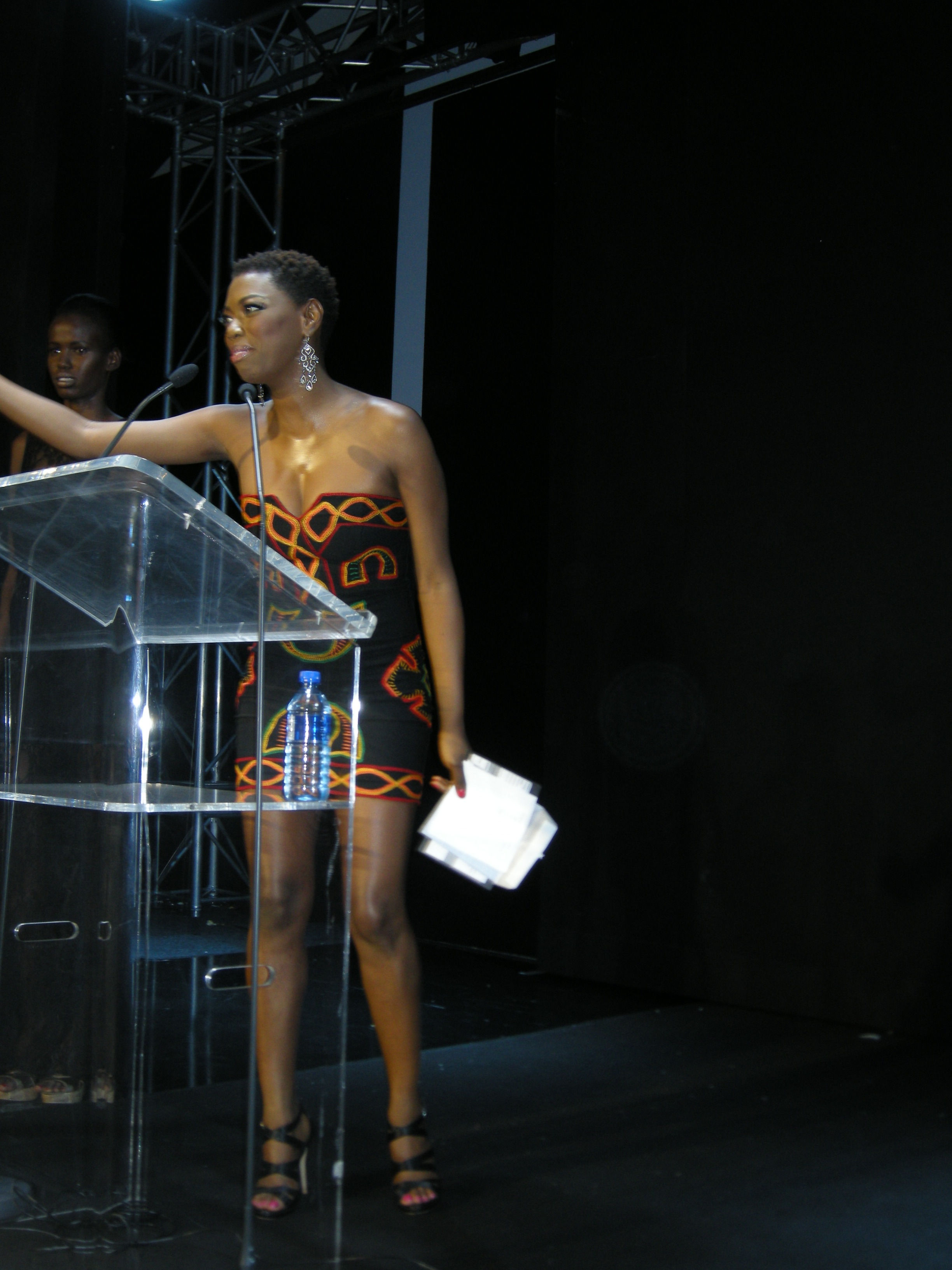 Lira sporting a Kibonen NY design