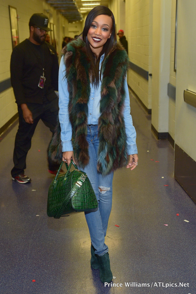 77777-monica-browns-chris-brown-tyga-concert-givenchy-antigona-green-croc-bag-667x1000