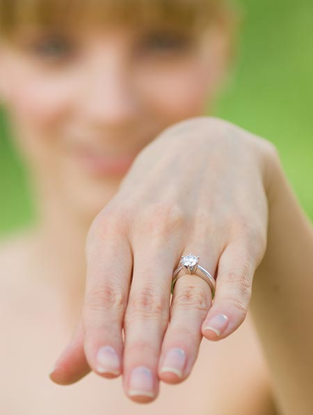 engagement-rings-on-fingers-pictures-qzqvw3lk