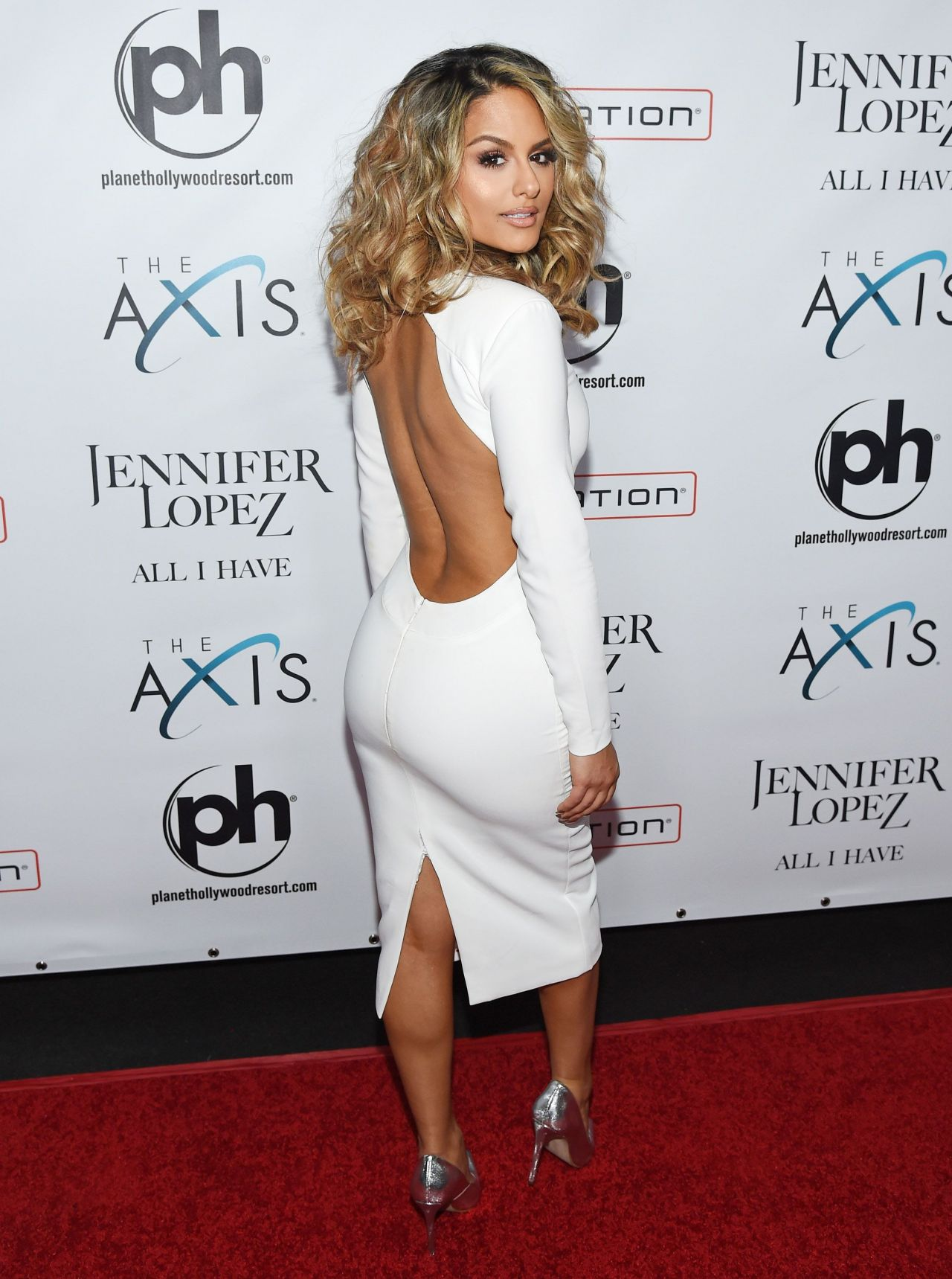 pia-toscano-jennifer-lopez-all-i-have-residency-launch-in-las-vegas-january-20-2016-2